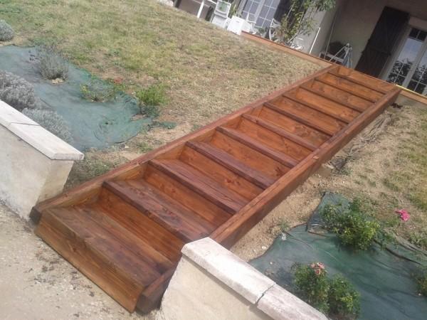 escalier d'accès donnant sur la terrasse