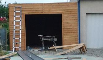 garage toit plat adossé à la maison en cours de réalisation