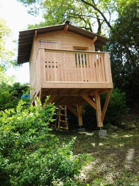 Abri d 39 ici cabane sur pilotis - Cabane au fond du jardin zimboum villeurbanne ...